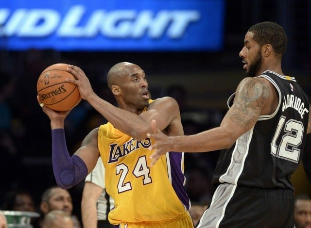 Lakers News: Kobe Bryant Dislocates Middle Finger Against Spurs
