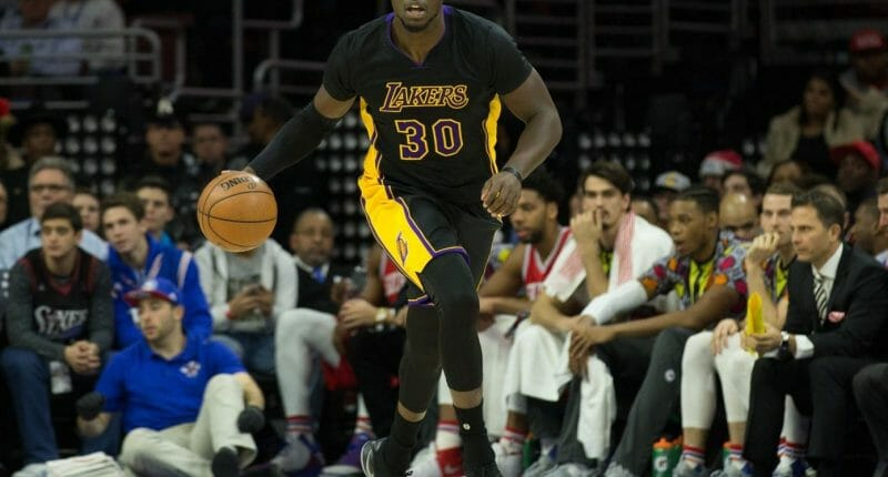 Los Angeles Lakers End Skid Beat The Philadelphia 76ers 100-89
