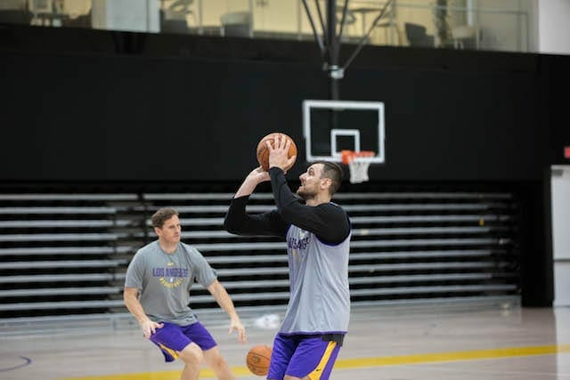 Lakers-practice-andrew-bogut-4263