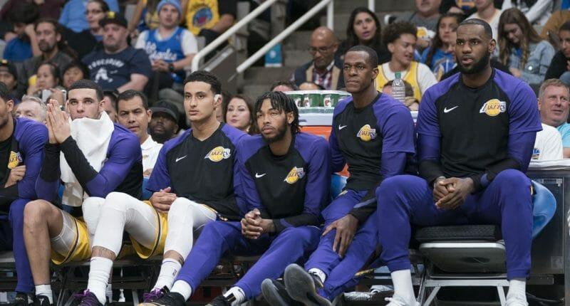 Lonzo Ball, Kyle Kuzma, Brandon Ingram, LeBron James, Rajon Rondo, Lakers bench